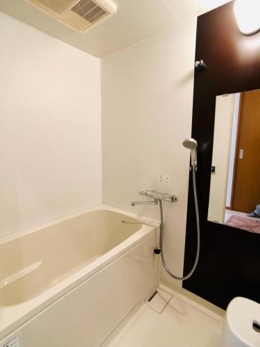 浴室有自動泡澡功能,自動放水及控制溫度