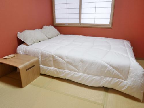床墊棉被還有枕頭,都有挑選過:枕頭是飯店規格棉被是自動調溫被床墊獨立筒加高式