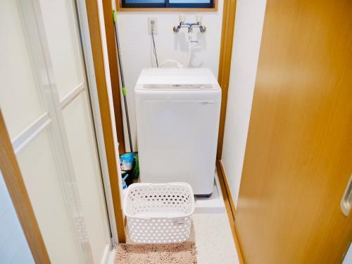 洗衣機,日本衣服乾很快,如果要烘衣服,走路20秒就有投幣式洗衣房