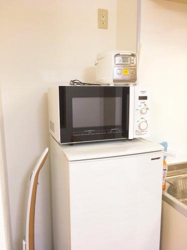有微波爐跟電鍋,完整的生活機制,一樣不缺